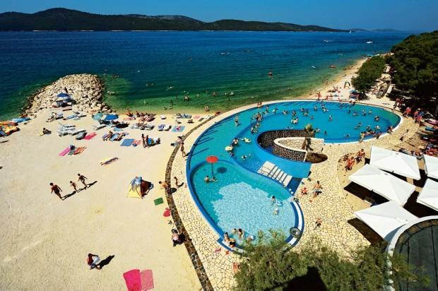 17003-solaris-camping-beach-resort